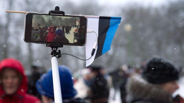 Телефон с флагом Эстонии