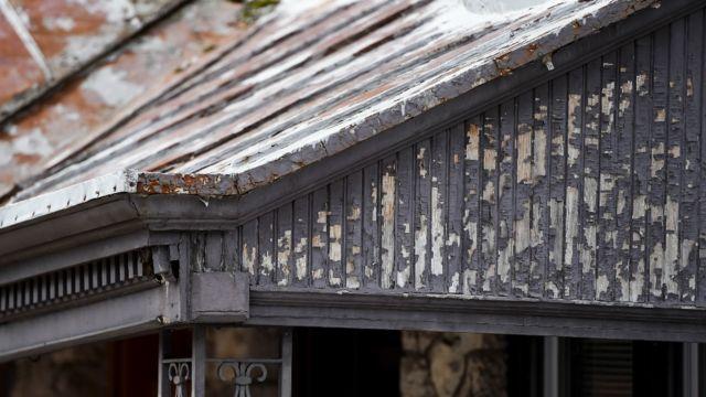Viejas pinturas en base a plomo en una casa en Pensilvania, Estados Unidos.