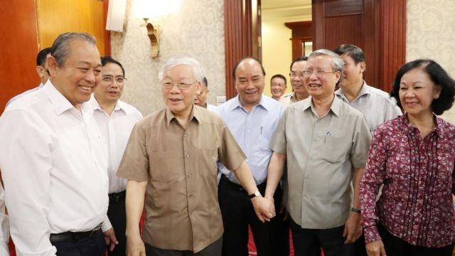 Hình ảnh cuộc họp Bộ Chính trị được công bố ngày 21/6