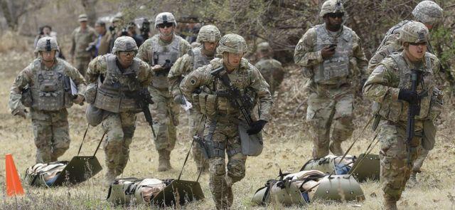 Amerikan askerleri Güney Kore'nin Dongducheon bölgesinde tatbikat yapıyor (2018)