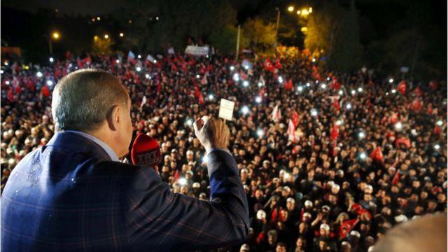 Erdogan em discurso celbrando vitória em Istambul