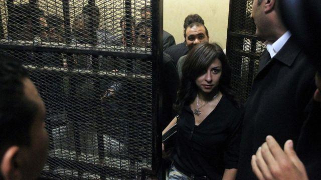 """قضت محكمة مصرية ببراءة 43 متهما، من بينهم أمريكيون وأوروبيون، في القضية المعروفة إعلاميا بـ""""قضية التمويل الأجنبي""""."""