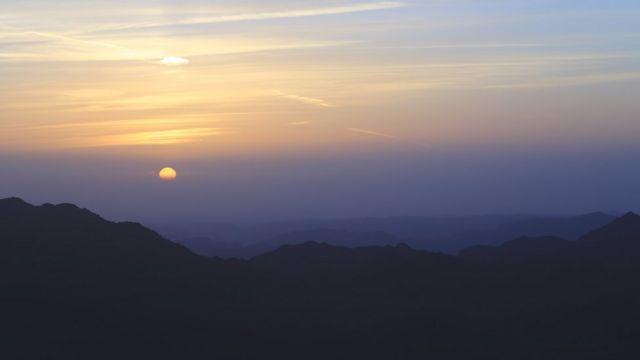 Vrh Sinajske gore pruža savršen pogled, a planinari mogu da vide zalazak sunca nad Afrikom