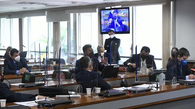 Senadores durante depoimento de Queiroga na CPI