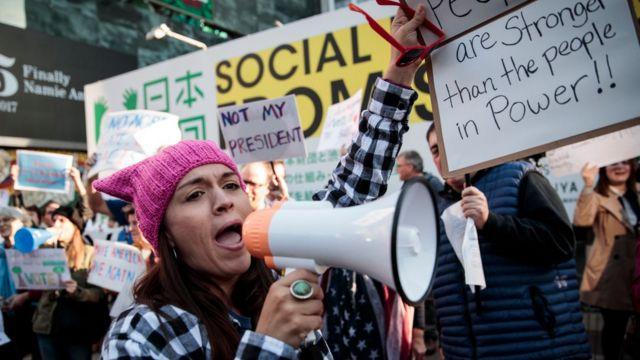 Nhóm biểu tình chống ông Trump ở Tokyo hôm 5/11