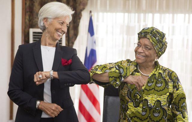 Ellen Johnson Sirleaf junto a la directora gerente del Fondo Monetario Internacional, Christine Lagarde.