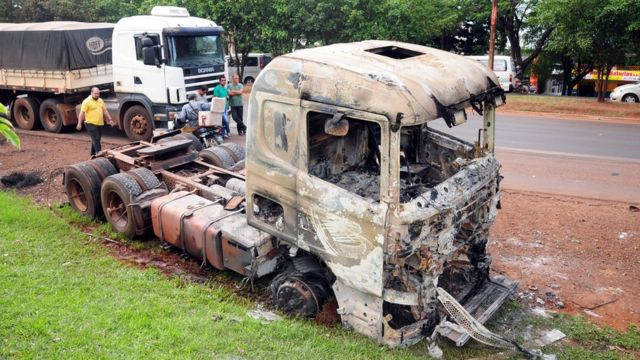 Caminhão que foi incendiado