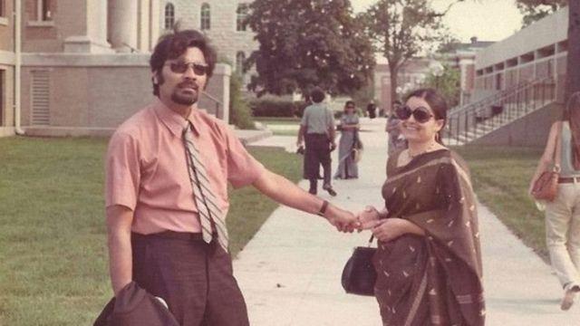 સામ પિત્રોડા પત્ની અનુ છાયા સાથે ઇલિનૉય યુનિવર્સિટીમાં