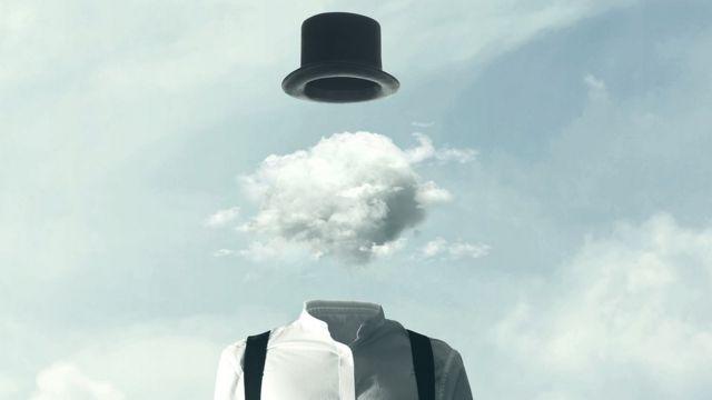 Peessoa com cérebro de nuvem