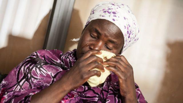 娘が拉致されたヤナ・ガラングさんは、ビデオに登場する少女ら数人を知っているという(今月5日、ナイジェリア・ラゴス)