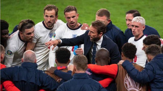 ساوثغيت (وسط الصورة) خلال بطولة يورو 2020
