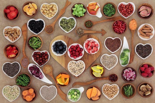 Muestra de alimentos sanos y con carbohidratos.
