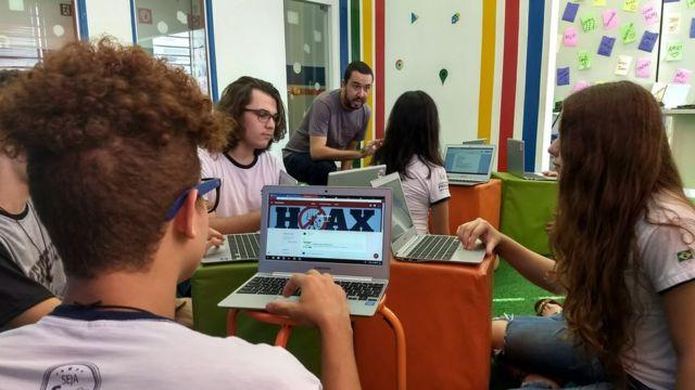 Aula com fake news em escola do interior de São Paulo