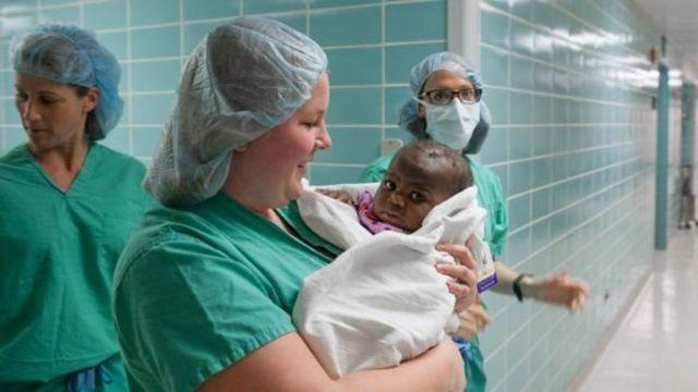 استخدم الجراحون صوراً خاصة قبل إجراء العملية الجراحية