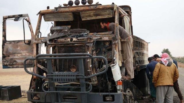 بقایای کامیونی که در محل یافت شده که گمان میرود ابوحسن مهاجر هدف قرار گرفته باشد