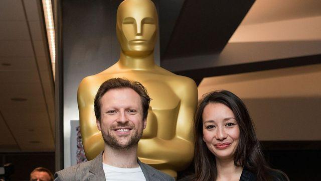 جوانا ناتاسیگارا، تهیه کننده ( سمت راست) و اورلاندو ون اینسفیلد، کارگردان فیلم کلاه سفیدها