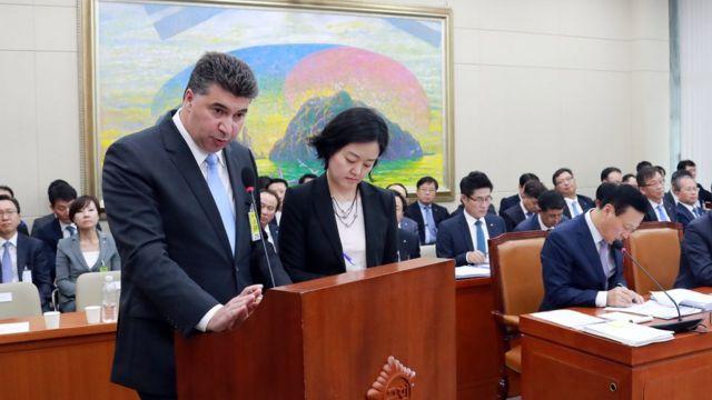 지난해 10월 카허 카젬 한국지엠 사장이 국정감사에서 답변하고 있다.