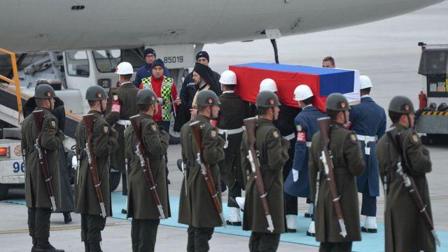 نقل جثمان كارلوف من مطار انقرة إلى روسيا