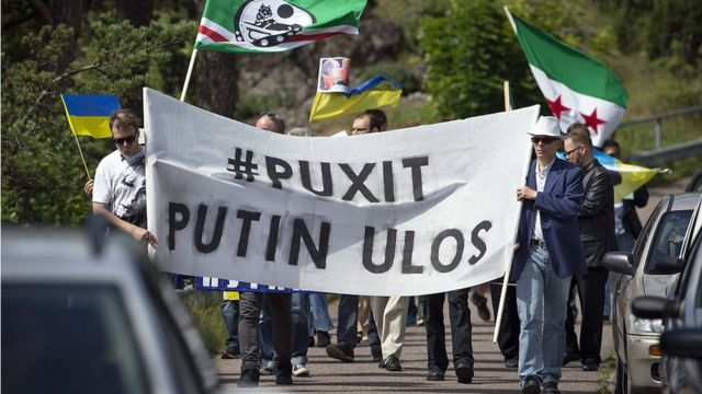 Protestas contra Putin en Naantali, Finlandia.