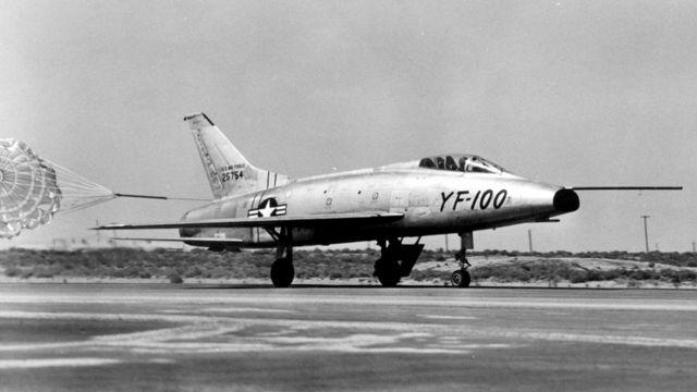 Первых космонавтов набирали в основном из летчиков-испытателей реактивных самолетов