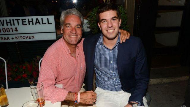 Billy McFarland (derecha)