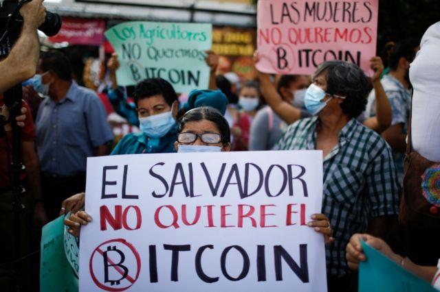 Protesta en El Salvador contra el Bitcoin.