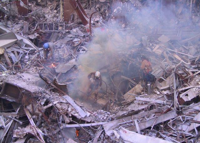見たことのない「9/11」の写真 がらくたセールで発見 - BBCニュース