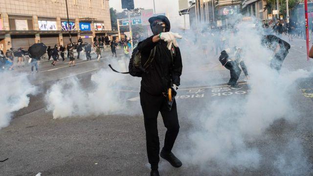 催泪弹再次出现在尖沙咀街头。