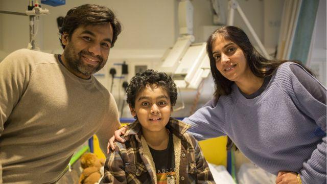 Yuvan con sus padres Vinay y Sapna