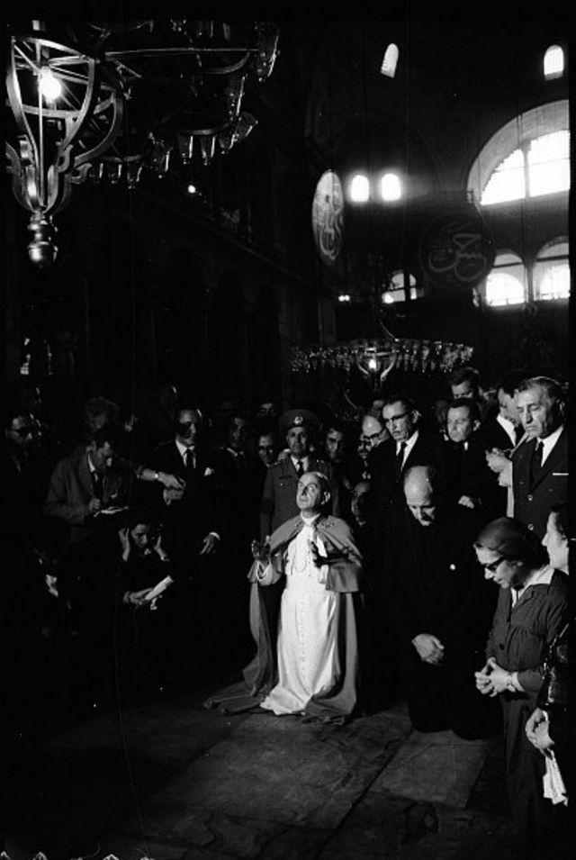 1967-ci ildə İstanbulu ziyarət edən Papa VI Paul Ayasofyada dua etdi