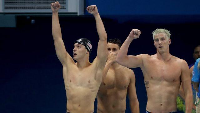 Nadador James Feigen comemora vitória nos Jogos