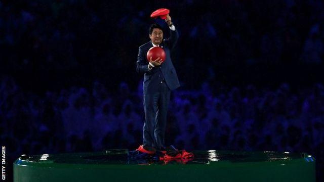 「マリオ」としてマラカナン競技場に登場した安倍晋三首相