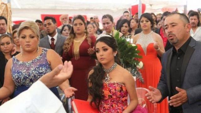 L'anniversaire était organisé dans un village de 200 habitants, près de San Luis Potosi (nord), après l'invitation lancée par ses parents sur les réseaux sociaux.