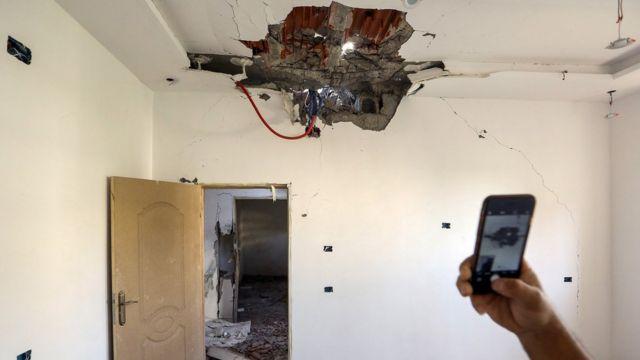 منازل في طرابلس تعرضت لقصف صواريخ