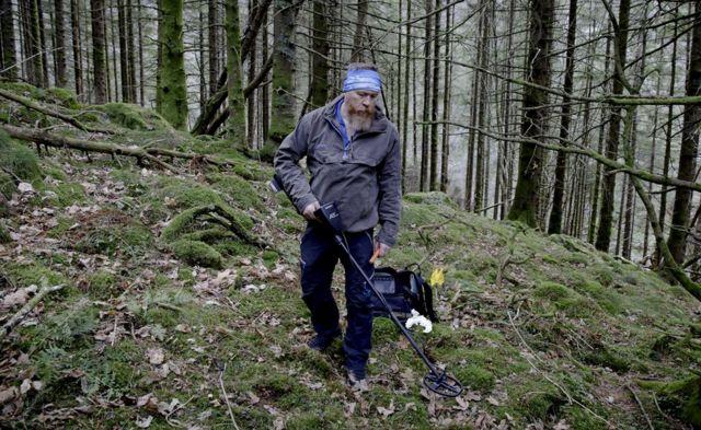 Arne Magnus Vabo sa detektorom za metal