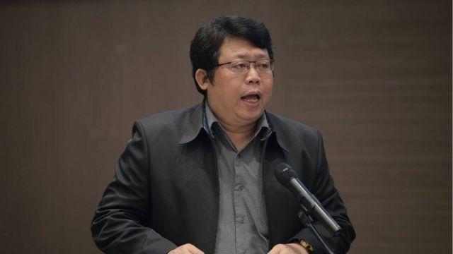 ดร. มานะ ตรีรยาภิวัฒน์ คณบดีคณะนิเทศศาสตร์ มหาวิทยาลัยหอการค้าไทย