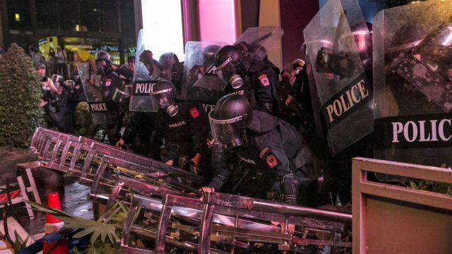 Người biểu tình đối đầu với cảnh sát hôm 16/10/2020 ở Bangkok
