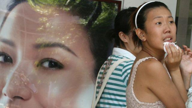 En varios países se asocia la piel blanca a la belleza.