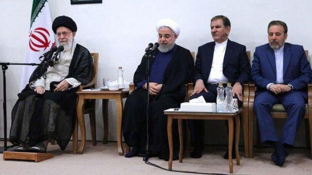 محمود واعظی (نفر اول از راست) گفته است که توافق موقت ایران با آژانس به تایید آیت الله خامنه ای رسیده بود