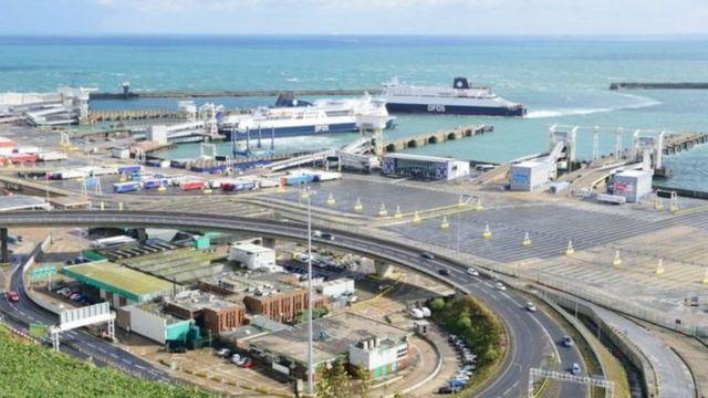 Thiếu niên người Việt được tìm thấy khi soát xe hơi tại Cảng Dover