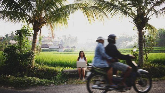 من دوافع الانتقال إلى بلد جديد إشباع روح المغامرة أو تحسين جودة الحياة