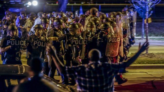 13日夜のデモでは複数の逮捕者が出た(14日、ウィスコンシン州ミルウォーキー)