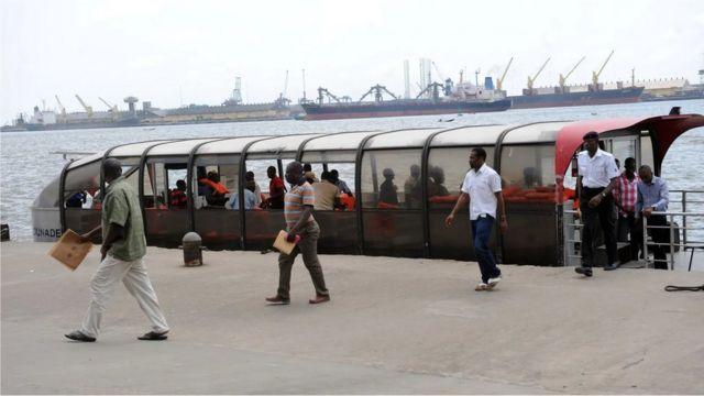 L'utilisation du ferry à Lagos est une alternative aux routes réputées encombrées de la ville, et cela pourrait également être une façon plus verte de se déplacer