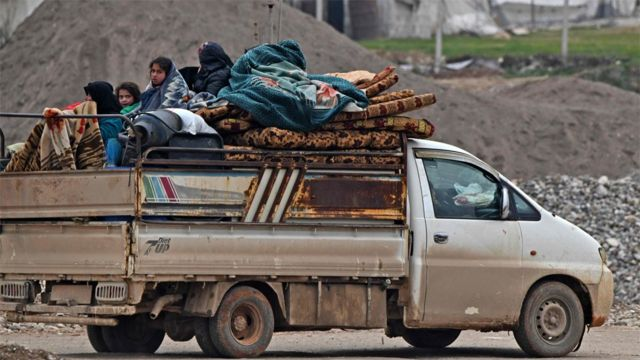 Displaced Syrians arrive at a camp near Deir Ballut, close to the Turkish border (11 February 2020)