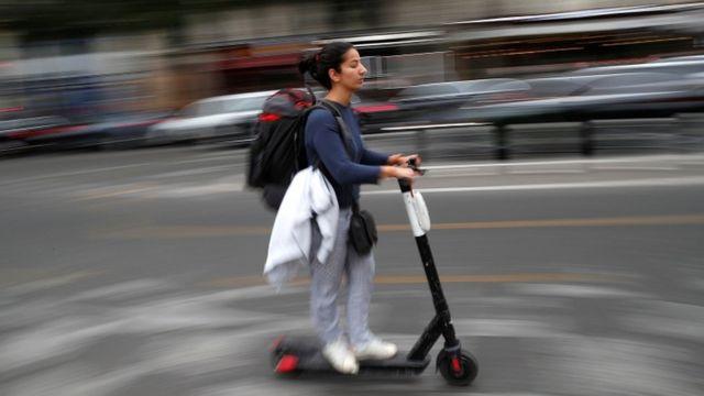• افراد مجاز به پوشیدن هدفون در هنگام اسکوتر سواری نیستند