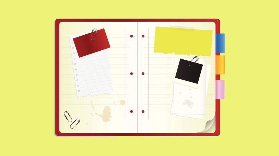 Ilustração de agenda com anotações sobre fundo amarelo