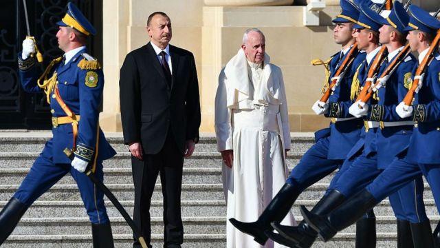 """""""Gənclik"""" Prezident Sarayı meydanında Roma Papası Fransiskin qarşılanma mərasimi keçirilib"""