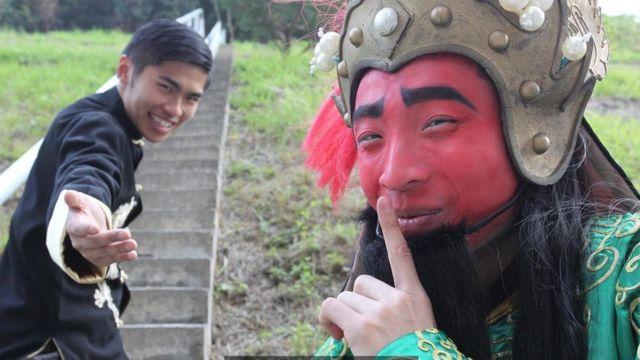 Kuzhong zuole bao gồm tất cả mọi thứ, từ hài hước cho đến châm biếm