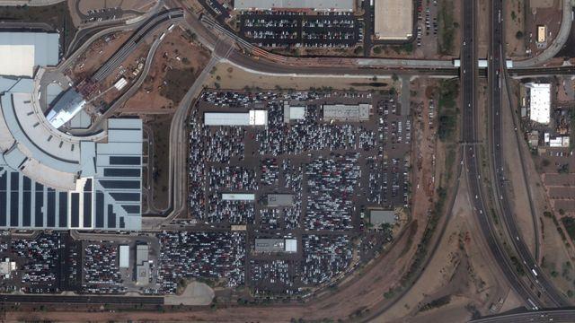 Estacionamiento de autos para rentar en el aeropuerto de Phoenix.