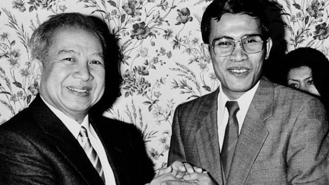 - Хун Сен стал премьером Камбоджи в 32 года (на фото с королем Камбоджи Нородомом Сиануком)